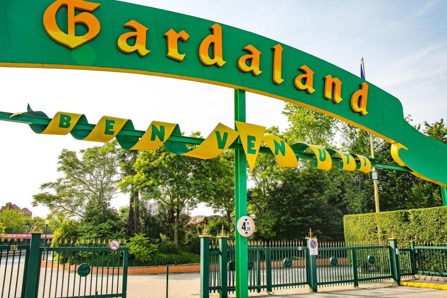Gardaland is een drukbezocht pretpark aan het Gardameer