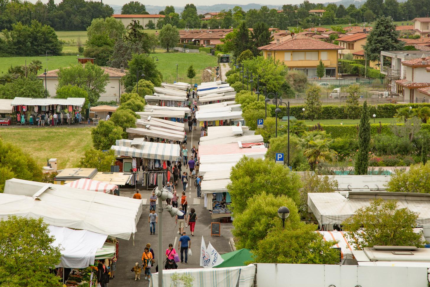 Een markt aan het Gardameer