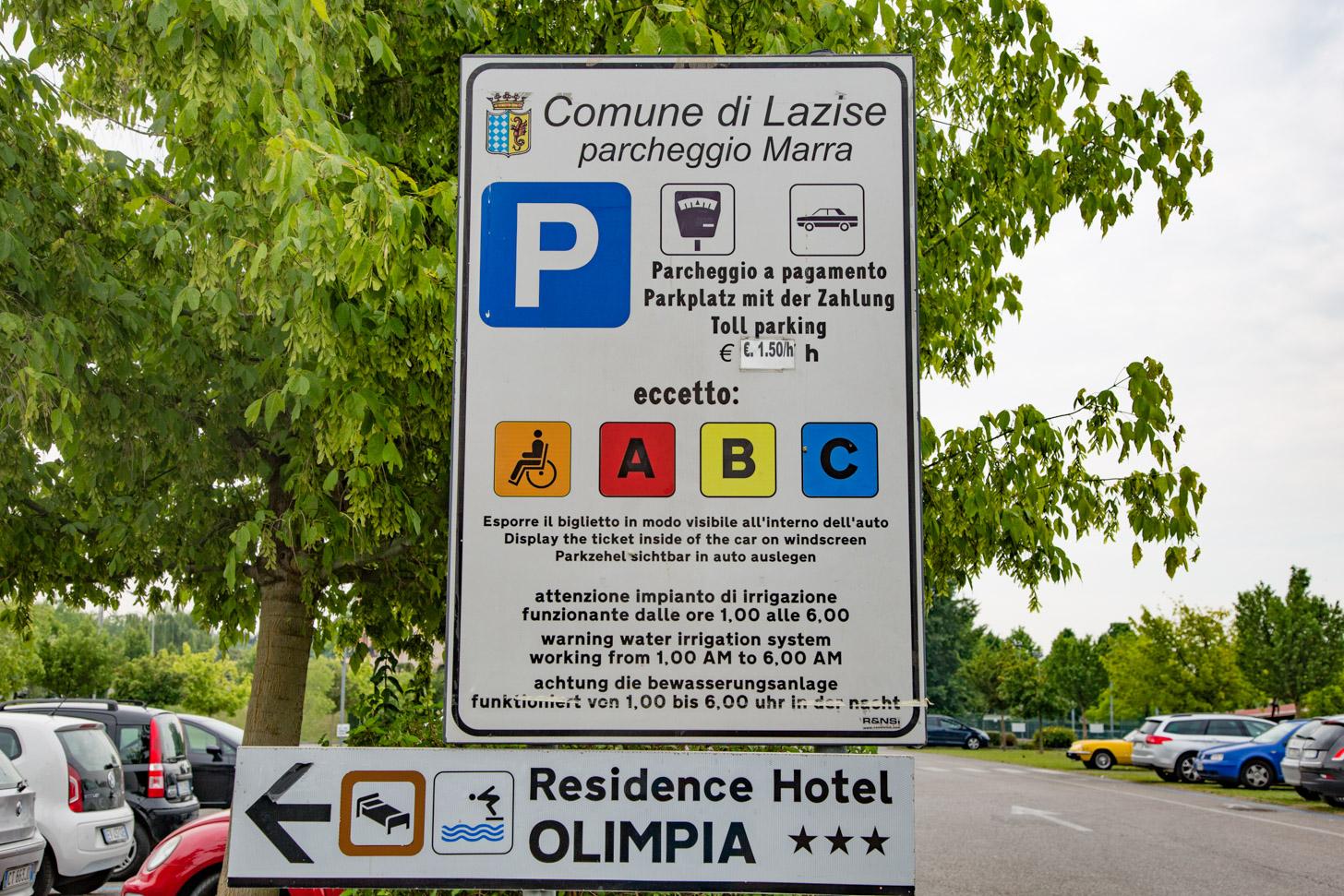 Op veel plekken moet je betalen om te parkeren